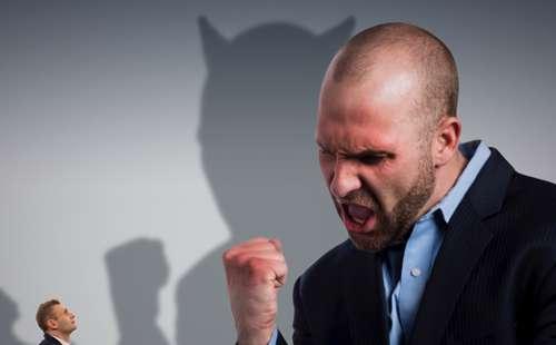 被害者意識が強い人の特徴と心理◇なぜあの人はすぐに人を責めるのか?