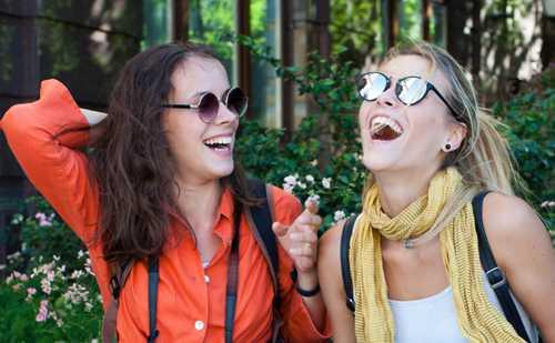 会話が楽しい人の共通点|雑談を劇的に面白くする5つのコツ